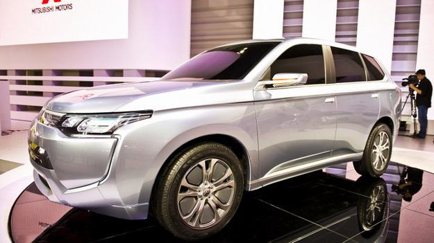 В Токио дебютирует концептуальный паркетник Mitsubishi PX-MiEV II